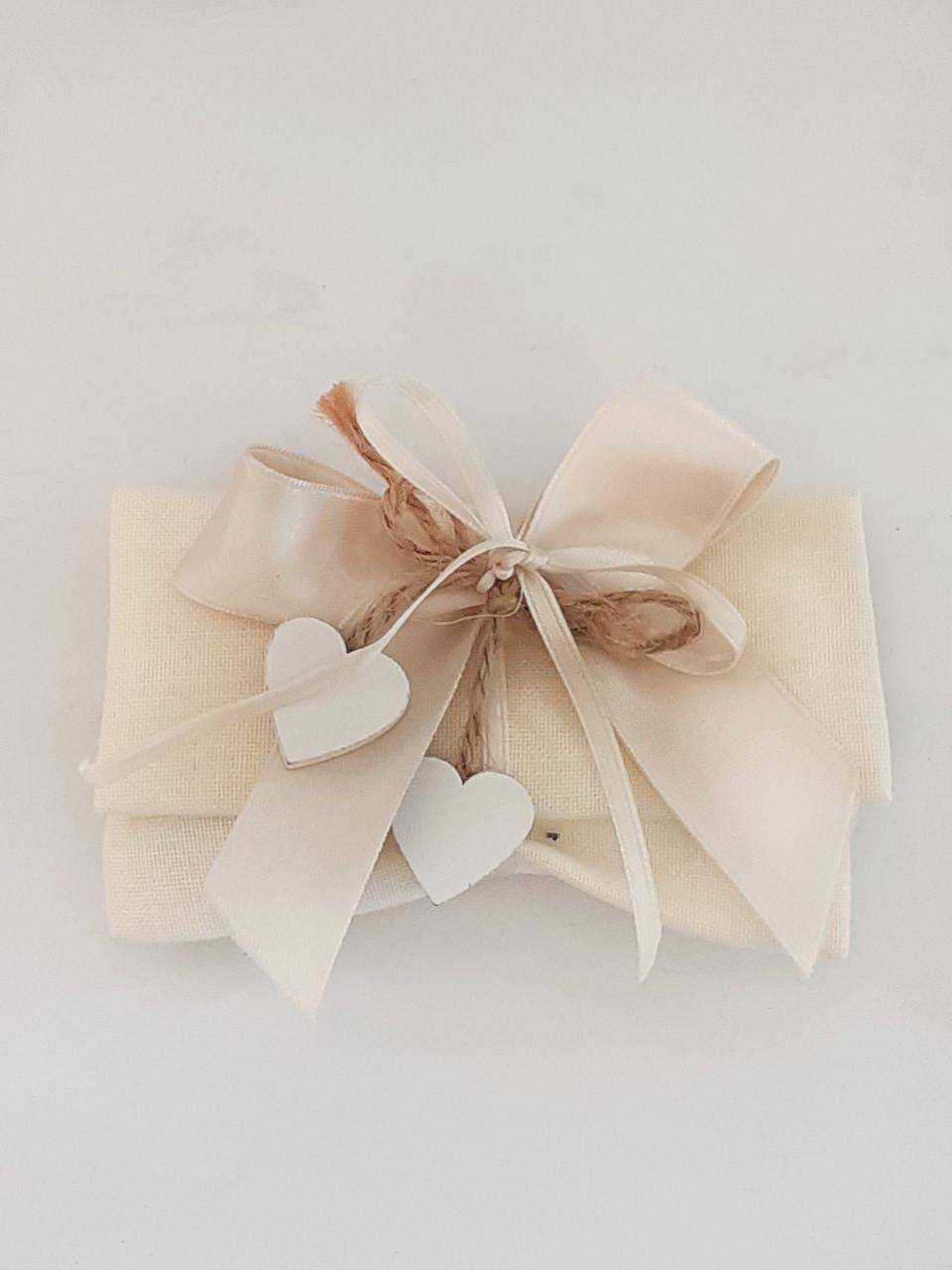 <B style='color:red'>SOLO BOLOGNA E PROVINCIA</B> - Pochette comprensiva di pergamena personalizzata e 5 confetti - Ordine minimo 50 pezzi