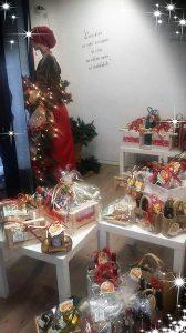 charity shop_vetrina_#panieredelleeccellnze umbre Natale 2018